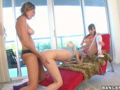 Skinny voracious Ashley Jane pleases two pussies like a pro